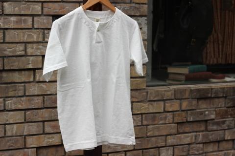 "「Jackman」変則Tシャツ \""Henleyneck T-shirt\"" ご紹介_f0191324_07293634.jpg"