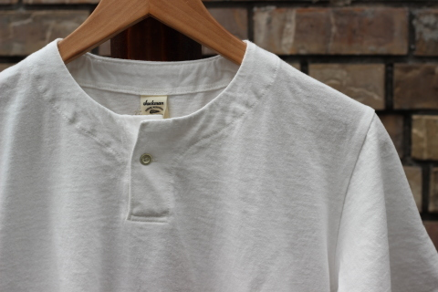 "「Jackman」変則Tシャツ \""Henleyneck T-shirt\"" ご紹介_f0191324_07294591.jpg"