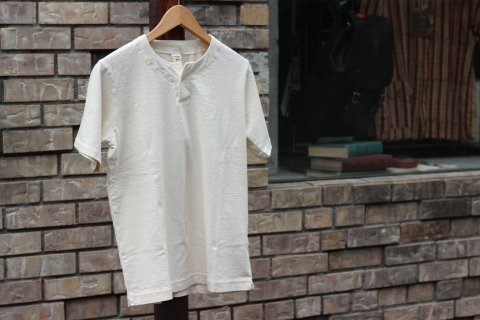 "「Jackman」変則Tシャツ \""Henleyneck T-shirt\"" ご紹介_f0191324_07295347.jpg"