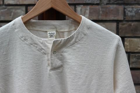 "「Jackman」変則Tシャツ \""Henleyneck T-shirt\"" ご紹介_f0191324_07300184.jpg"