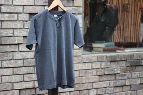 "「Jackman」変則Tシャツ \""Henleyneck T-shirt\"" ご紹介_f0191324_07300920.jpg"