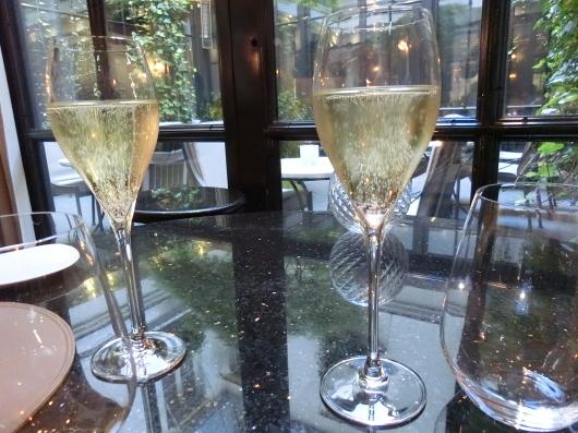 ディナーはホテル内のレストランで 💓 Le Baudelaire_e0303431_17555344.jpg