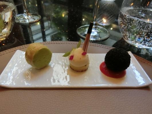 ディナーはホテル内のレストランで 💓 Le Baudelaire_e0303431_18010250.jpg