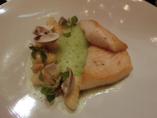 ディナーはホテル内のレストランで 💓 Le Baudelaire_e0303431_18183965.jpg