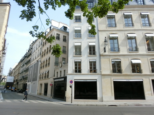 Paris メーデーの朝 💓 ホテルのまわり散策_e0303431_19143809.jpg