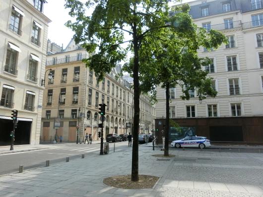 Paris メーデーの朝 💓 ホテルのまわり散策_e0303431_19145058.jpg