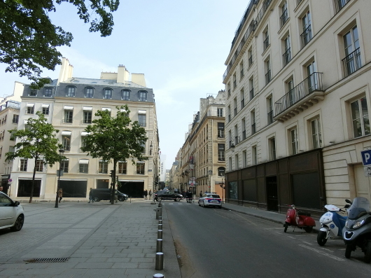 Paris メーデーの朝 💓 ホテルのまわり散策_e0303431_19261573.jpg