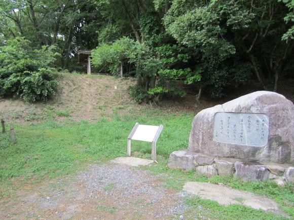 太宰府・坂本八幡宮には旅人の人生最後の秋に詠んだ歌碑がある_a0237545_16450571.jpg