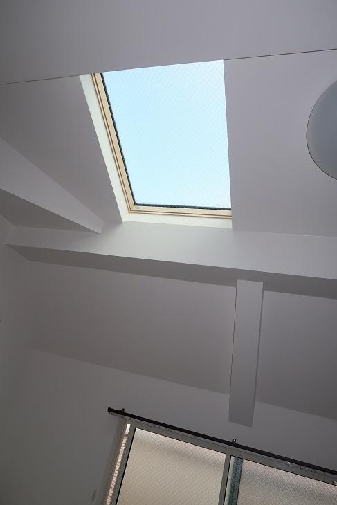 天窓を塞ぎたくなる季節がきました_e0133255_19423236.jpg