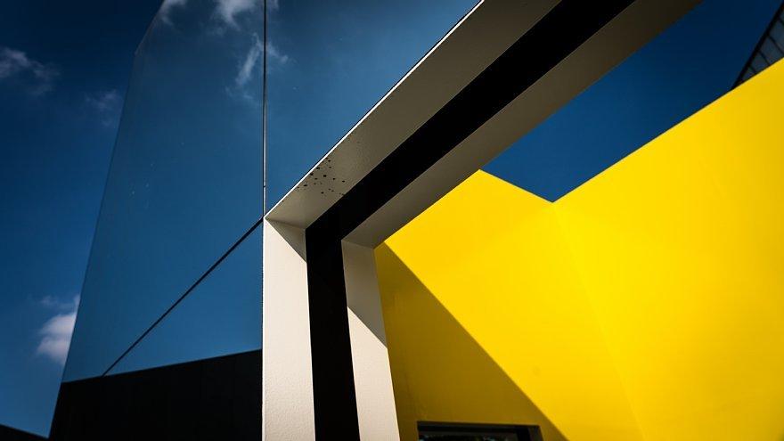 直線で構成された美術館_d0353489_23490058.jpg