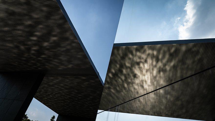 直線で構成された美術館_d0353489_23491208.jpg