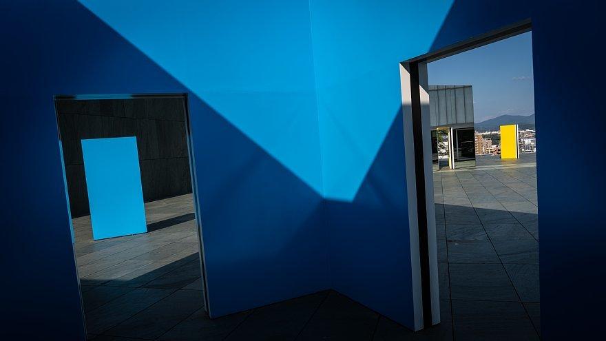 直線で構成された美術館_d0353489_23562543.jpg