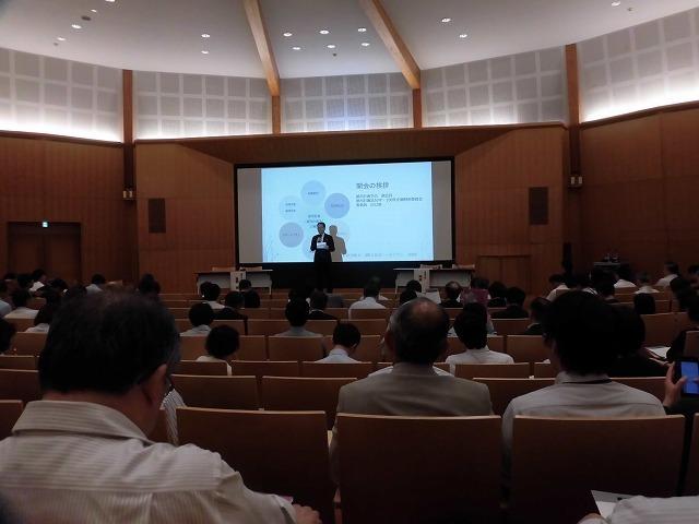 木をふんだんに使った東京大学農学部弥生講堂での「都市計画法50年・100年記念シンポジウム」_f0141310_07583502.jpg