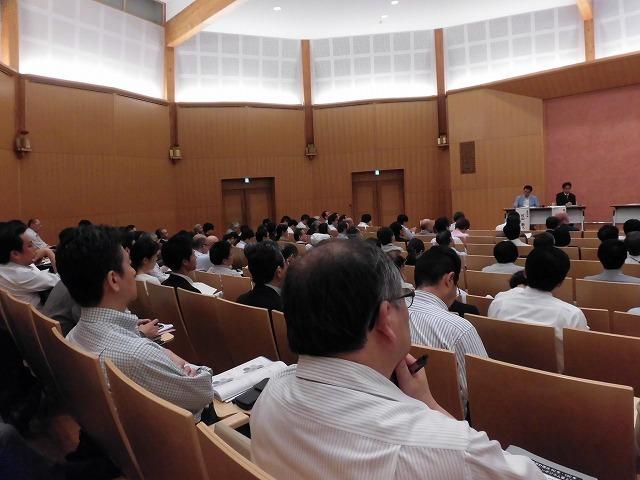 木をふんだんに使った東京大学農学部弥生講堂での「都市計画法50年・100年記念シンポジウム」_f0141310_07584786.jpg