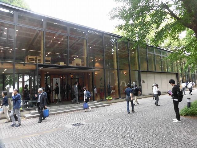 木をふんだんに使った東京大学農学部弥生講堂での「都市計画法50年・100年記念シンポジウム」_f0141310_07591707.jpg