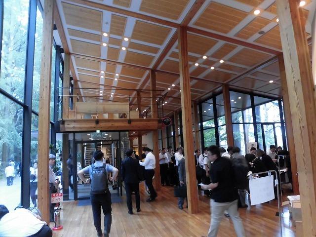 木をふんだんに使った東京大学農学部弥生講堂での「都市計画法50年・100年記念シンポジウム」_f0141310_07594362.jpg