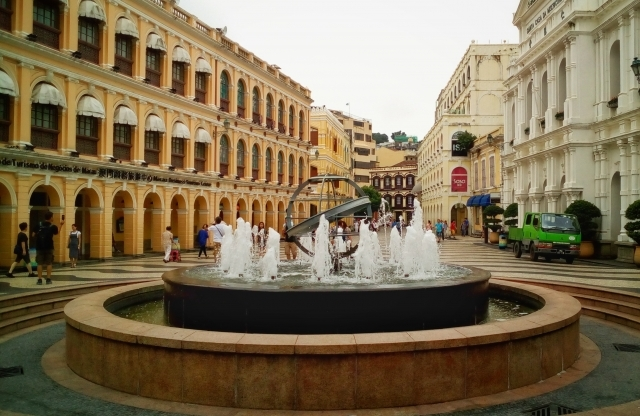 Fountain, Mall, Musician, Laundry_e0416219_14314653.jpg
