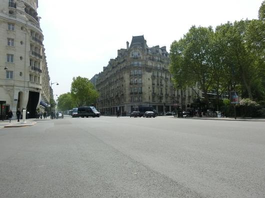 Paris メーデー 💓 サンジェルマンデプレ~お茶 カフェ ド フロール_e0303431_19393513.jpg