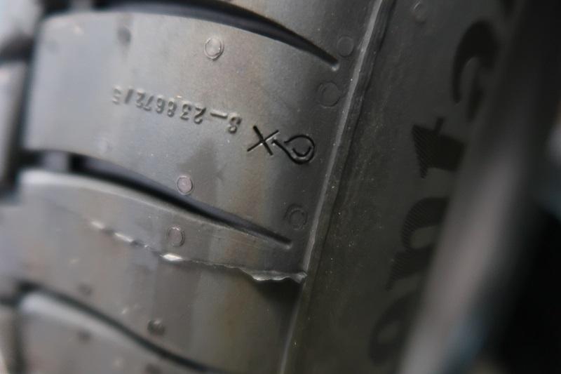 コンチネンタルタイヤの最新作「EC6」を「PC6」と比較接写_f0076731_21463401.jpg