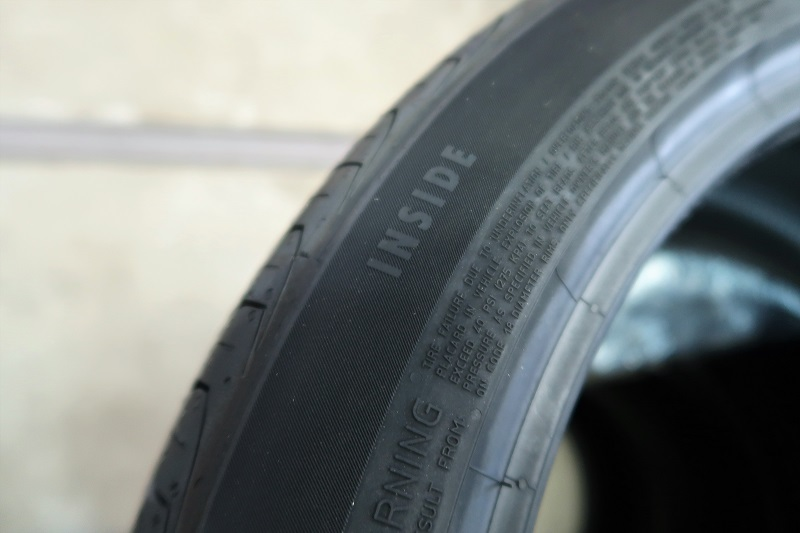 コンチネンタルタイヤの最新作「EC6」を「PC6」と比較接写_f0076731_21464506.jpg