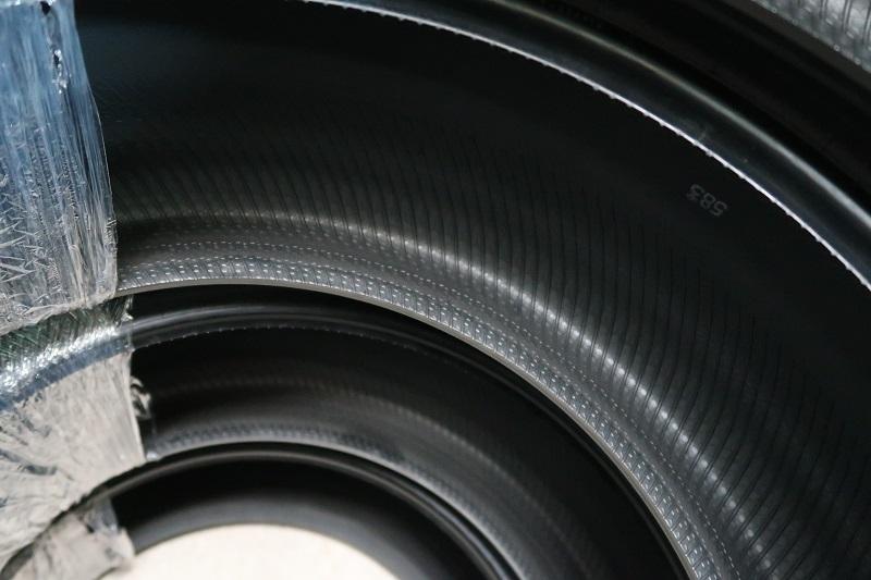 コンチネンタルタイヤの最新作「EC6」を「PC6」と比較接写_f0076731_22422505.jpg