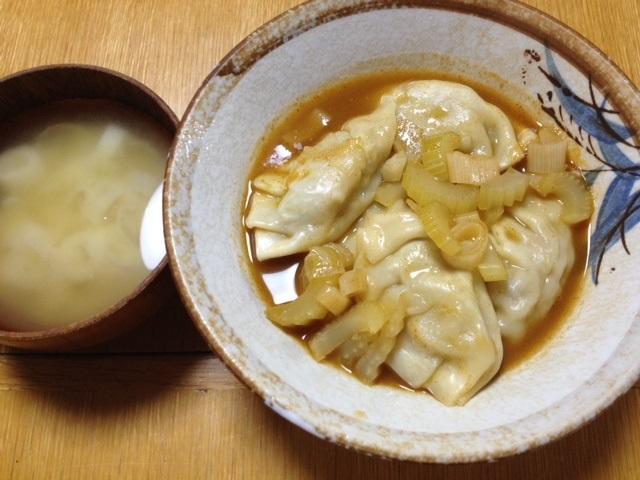 餃子のトムヤムクンスープ煮_e0097895_19582377.jpg