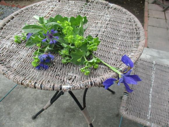 お庭のお花を飾れる!いい季節~~(^^♪_a0279743_22324231.jpg