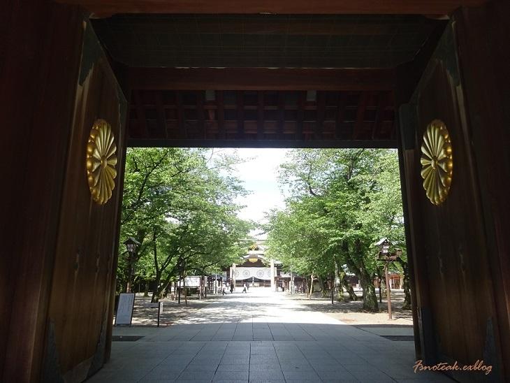 嵐を呼ぶ女 靖国神社_d0356844_22372624.jpg