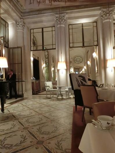 Le Dali でアフタヌーンティ Le Meurice Paris_e0303431_18085143.jpg