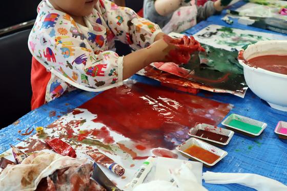 やと子ども美術教室 ~ 水を描く ~_e0222340_15125662.jpg