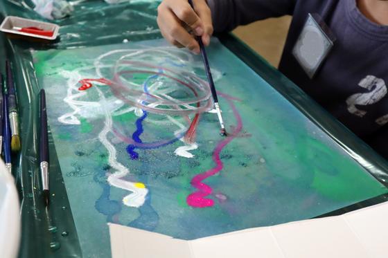 やと子ども美術教室 ~ 水を描く ~_e0222340_1518379.jpg