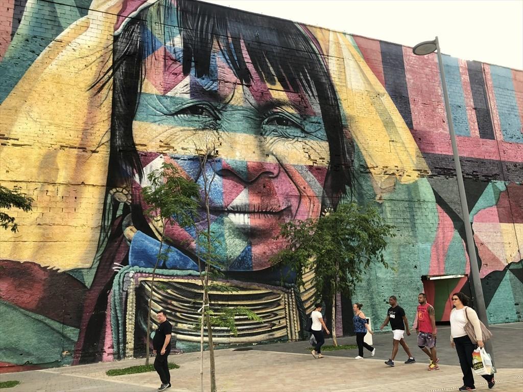 中南米の旅/53 オリンピック記念に描かれた巨大壁画@リオ_a0092659_17044786.jpg