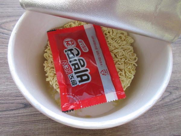 【パルド】パルドビビン麺(カップ麺)_c0152767_19570951.jpg