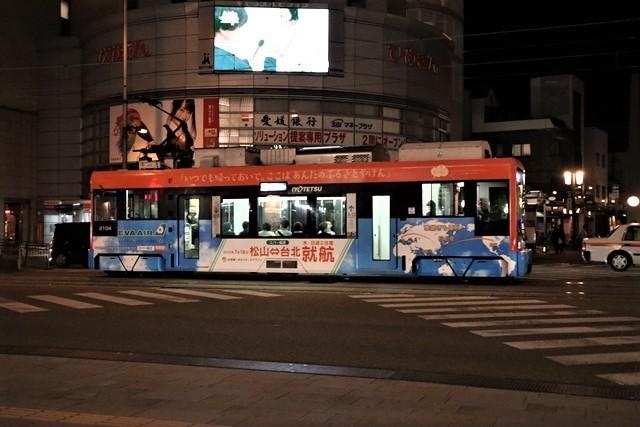 観光の町松山@松山の夜と昼、綺麗な街並み松山市・・・坊ちゃん列車と路面電車_d0181492_00044533.jpg