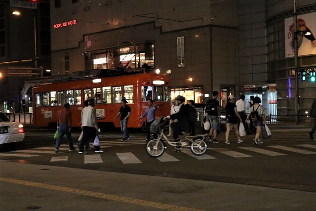 観光の町松山@松山の夜と昼、綺麗な街並み松山市・・・坊ちゃん列車と路面電車_d0181492_00045416.jpg