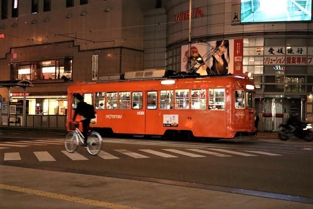 観光の町松山@松山の夜と昼、綺麗な街並み松山市・・・坊ちゃん列車と路面電車_d0181492_00050238.jpg