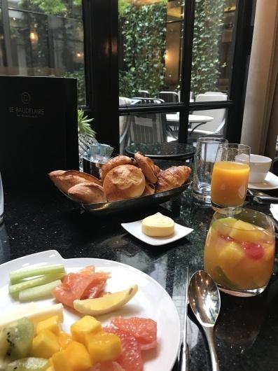 パリで朝食を💓_e0303431_19151867.jpg