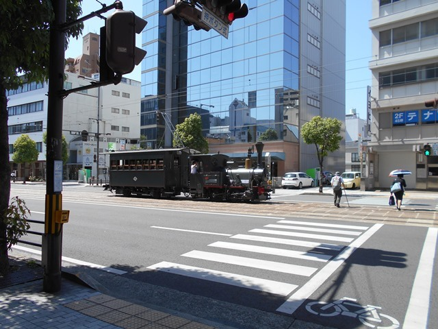 観光の町松山@松山の夜と昼、綺麗な街並み松山市・・・坊ちゃん列車と路面電車_d0181492_17471129.jpg