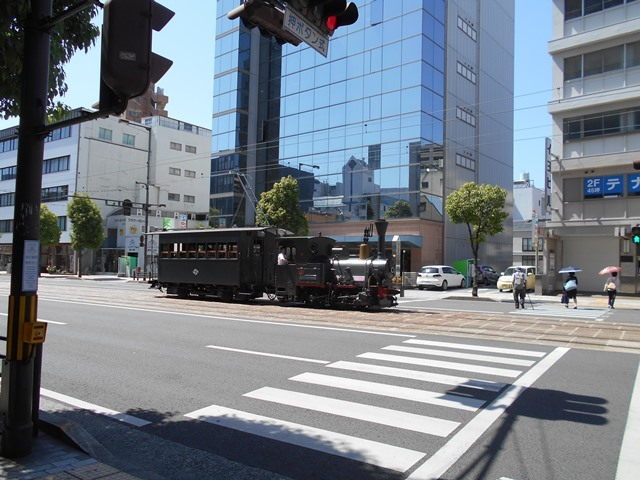 観光の町松山@松山の夜と昼、綺麗な街並み松山市・・・坊ちゃん列車と路面電車_d0181492_17472754.jpg