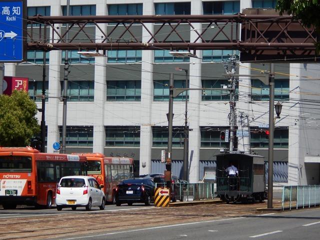 観光の町松山@松山の夜と昼、綺麗な街並み松山市・・・坊ちゃん列車と路面電車_d0181492_17475615.jpg