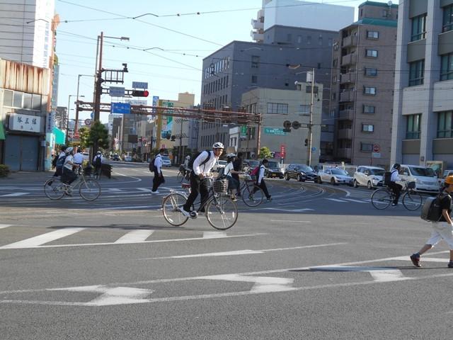 観光の町松山@松山の夜と昼、綺麗な街並み松山市・・・坊ちゃん列車と路面電車_d0181492_17483275.jpg