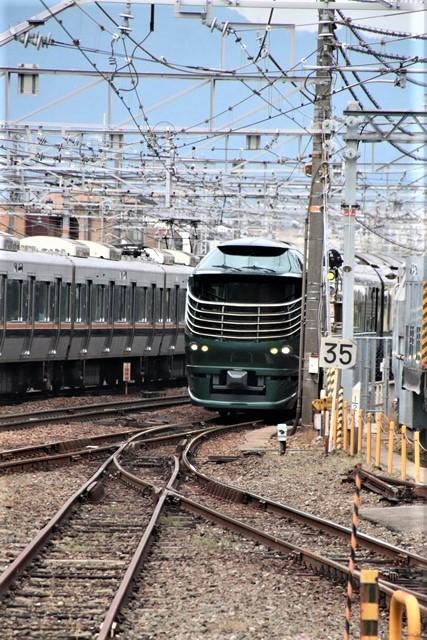 藤田八束の鉄道写真@京都駅で瑞風をお迎えしました。京都駅駅員さんと瑞風、京都駅歓迎の様子・・・トワイライトエキスプレス瑞風_d0181492_18110884.jpg