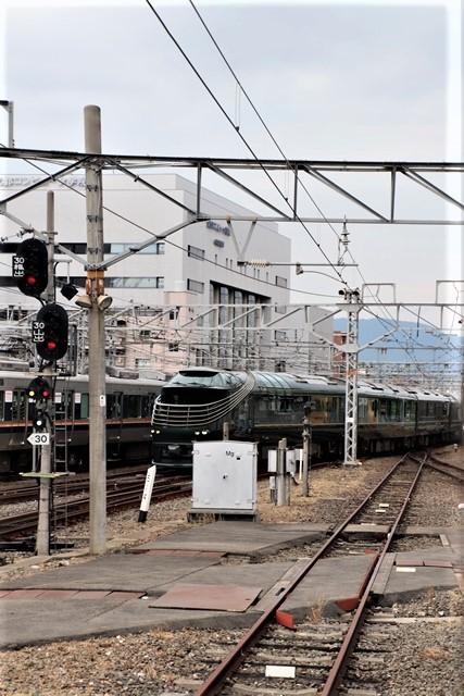 藤田八束の鉄道写真@京都駅で瑞風をお迎えしました。京都駅駅員さんと瑞風、京都駅歓迎の様子・・・トワイライトエキスプレス瑞風_d0181492_18112483.jpg