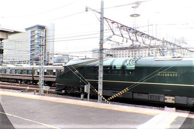 藤田八束の鉄道写真@京都駅で瑞風をお迎えしました。京都駅駅員さんと瑞風、京都駅歓迎の様子・・・トワイライトエキスプレス瑞風_d0181492_18114035.jpg