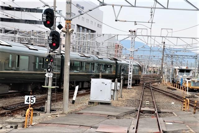 藤田八束の鉄道写真@京都駅で瑞風をお迎えしました。京都駅駅員さんと瑞風、京都駅歓迎の様子・・・トワイライトエキスプレス瑞風_d0181492_18114891.jpg