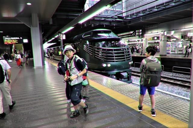藤田八束の鉄道写真@京都駅で瑞風をお迎えしました。京都駅駅員さんと瑞風、京都駅歓迎の様子・・・トワイライトエキスプレス瑞風_d0181492_18125471.jpg