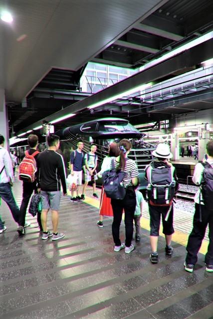 藤田八束の鉄道写真@京都駅で瑞風をお迎えしました。京都駅駅員さんと瑞風、京都駅歓迎の様子・・・トワイライトエキスプレス瑞風_d0181492_18131147.jpg