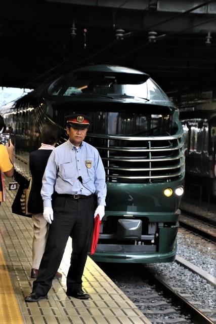 藤田八束の鉄道写真@京都駅で瑞風をお迎えしました。京都駅駅員さんと瑞風、京都駅歓迎の様子・・・トワイライトエキスプレス瑞風_d0181492_18133620.jpg