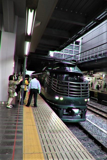 藤田八束の鉄道写真@京都駅で瑞風をお迎えしました。京都駅駅員さんと瑞風、京都駅歓迎の様子・・・トワイライトエキスプレス瑞風_d0181492_18135419.jpg