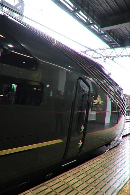 藤田八束の鉄道写真@京都駅で瑞風をお迎えしました。京都駅駅員さんと瑞風、京都駅歓迎の様子・・・トワイライトエキスプレス瑞風_d0181492_18141155.jpg